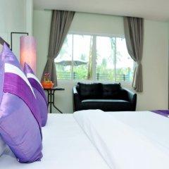 Отель AM Surin Place Номер Делюкс с двуспальной кроватью фото 9