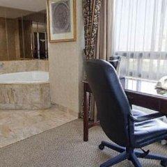 Отель Holiday Inn & Suites Downtown Ottawa Канада, Оттава - отзывы, цены и фото номеров - забронировать отель Holiday Inn & Suites Downtown Ottawa онлайн ванная фото 2
