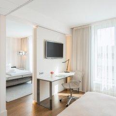 Отель NH Collection Berlin Mitte Am Checkpoint Charlie 4* Улучшенный номер с двуспальной кроватью фото 8
