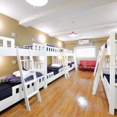 Отель Khaosan World Asakusa Ryokan Кровать в общем номере фото 8