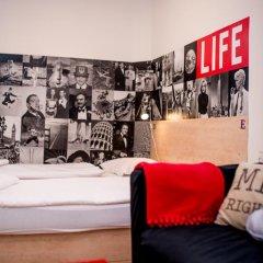 Hostel Florenc Кровать в женском общем номере с двухъярусной кроватью фото 6