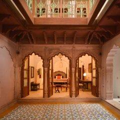 Отель WelcomHeritage Haveli Dharampura 5* Стандартный номер с различными типами кроватей фото 7