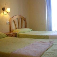 Отель Hostal Pacios Стандартный номер с 2 отдельными кроватями (общая ванная комната) фото 9