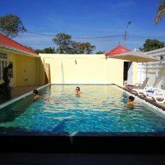 Отель Barefeet Naturist Resort бассейн