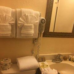 Отель The Palomar Inn ванная