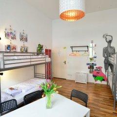 Kiez Hostel Berlin Кровать в общем номере с двухъярусной кроватью фото 16