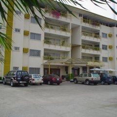 Отель The Camelot Rest House парковка