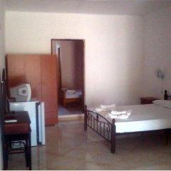 Отель Koviou Holiday Village сейф в номере