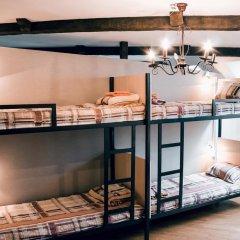 Hostel Kamin Стандартный семейный номер разные типы кроватей (общая ванная комната) фото 2