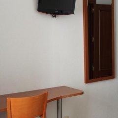 Отель Hostal Jerez Стандартный номер с различными типами кроватей фото 9