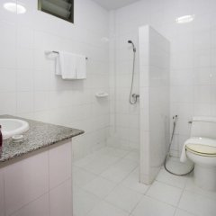 Отель Corrib Village No.11 Паттайя ванная фото 2