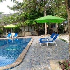 Отель Phi Phi Andaman Resort бассейн