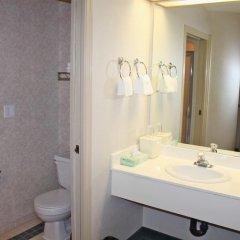 Отель Canadas Best Value Inn Langley Лэнгли ванная фото 2