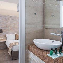 Отель Athina Luxury Suites 4* Люкс повышенной комфортности с различными типами кроватей фото 24