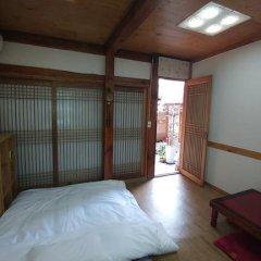 Отель Charm Hanok Guest House Южная Корея, Сеул - отзывы, цены и фото номеров - забронировать отель Charm Hanok Guest House онлайн сейф в номере
