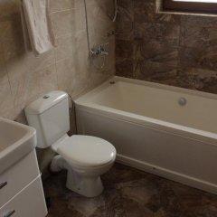 Отель Club House Artemida Болгария, Правец - отзывы, цены и фото номеров - забронировать отель Club House Artemida онлайн ванная фото 2