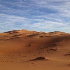 Отель Camels House Марокко, Мерзуга - отзывы, цены и фото номеров - забронировать отель Camels House онлайн пляж фото 2