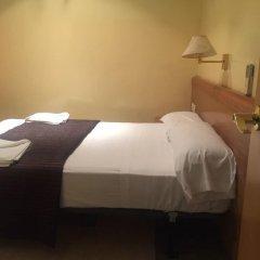 Отель Hostal Mont Thabor Номер категории Эконом с различными типами кроватей фото 9