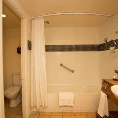 Отель Outrigger Fiji Beach Resort Фиджи, Сигатока - отзывы, цены и фото номеров - забронировать отель Outrigger Fiji Beach Resort онлайн ванная фото 2