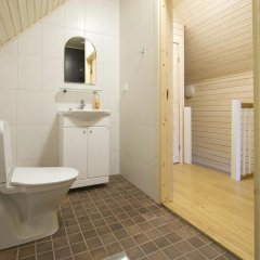 Отель Holiday Houses Saimaa Gardens Финляндия, Лаппеэнранта - отзывы, цены и фото номеров - забронировать отель Holiday Houses Saimaa Gardens онлайн ванная