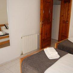 Отель Apartamentos Bahia Барселона комната для гостей фото 4