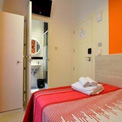 Хостел Far Home Plaza Mayor Стандартный номер с двуспальной кроватью фото 5