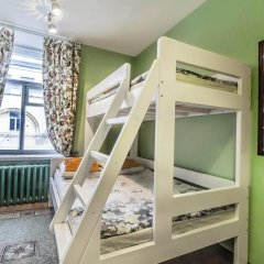 Хостел Друзья на Банковском Стандартный семейный номер с двуспальной кроватью (общая ванная комната) фото 2