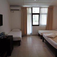 Отель Lakeside At Nuwarawewa Анурадхапура комната для гостей фото 3