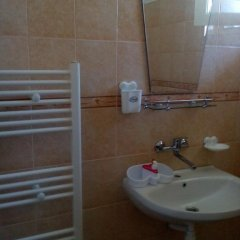 Отель Guest House Villa Yavorov 2 Болгария, Поморие - отзывы, цены и фото номеров - забронировать отель Guest House Villa Yavorov 2 онлайн ванная