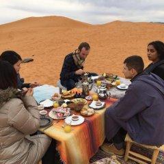 Отель Merzouga Desert Camp Марокко, Мерзуга - отзывы, цены и фото номеров - забронировать отель Merzouga Desert Camp онлайн питание фото 2