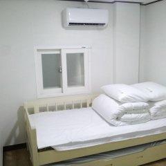 Отель Shinchon Hongdae Guesthouse 2* Стандартный номер с 2 отдельными кроватями фото 2
