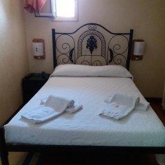 Отель Pensao Residencial Flor dos Cavaleiros 2* Стандартный номер с различными типами кроватей (общая ванная комната)