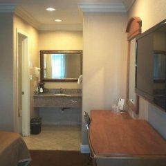 Отель Hyland Motel Van Nuys Лос-Анджелес ванная