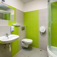Отель Hill Inn Познань ванная