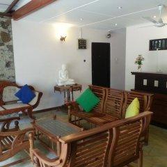 Отель Thiranagama Beach Hotel Шри-Ланка, Хиккадува - отзывы, цены и фото номеров - забронировать отель Thiranagama Beach Hotel онлайн интерьер отеля