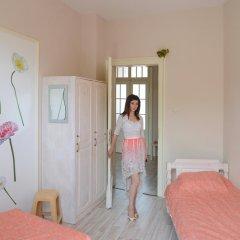 Отель Ulpia House Стандартный номер с двуспальной кроватью (общая ванная комната)