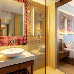 Отель Grand Mercure Phuket Patong 5* Улучшенный номер с двуспальной кроватью фото 4