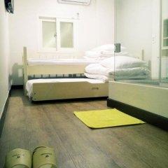 Отель Shinchon Hongdae Guesthouse 2* Стандартный номер с 2 отдельными кроватями фото 11