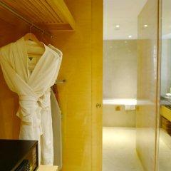 Отель Holiday Inn Chengdu Oriental Plaza 4* Улучшенный номер с различными типами кроватей фото 5
