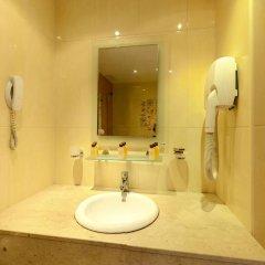 Отель Festa Pomorie Resort Болгария, Поморие - 1 отзыв об отеле, цены и фото номеров - забронировать отель Festa Pomorie Resort онлайн ванная фото 2