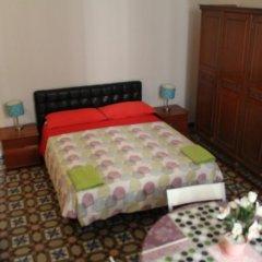 Отель B&B Comfort Стандартный семейный номер с двуспальной кроватью (общая ванная комната)