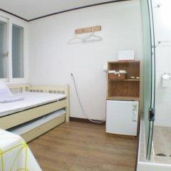 Отель Shinchon Hongdae Guesthouse 2* Стандартный номер с различными типами кроватей фото 10