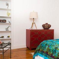 Апартаменты Stylish Lisbon Apartment in Alfama комната для гостей фото 4