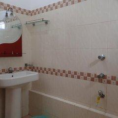 Отель Sheen Home stay Шри-Ланка, Пляж Golden Mile - отзывы, цены и фото номеров - забронировать отель Sheen Home stay онлайн ванная фото 2