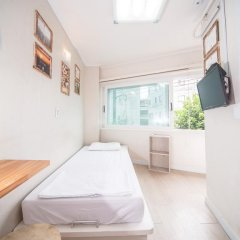 Хостел Itaewon Inn Стандартный номер с различными типами кроватей фото 8