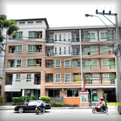 Апартаменты The Nara-ram 3 Suite Boutique Service Apartment Бангкок парковка