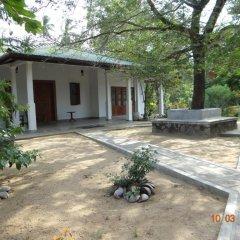 Отель Tissakumbura Holiday Home парковка