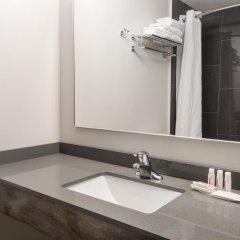 Отель Super 8 Downtown Toronto 2* Улучшенный номер с различными типами кроватей фото 3