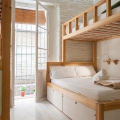 The Nomad Hostel Стандартный номер с двуспальной кроватью (общая ванная комната)