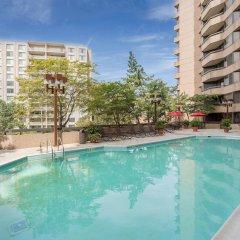 Отель Oakwood Crystal City бассейн